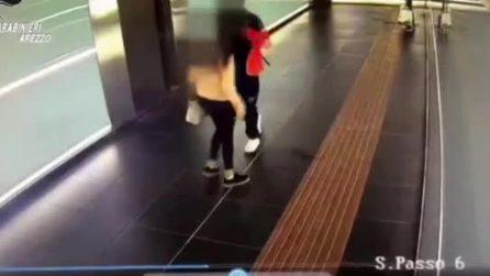 Arezzo, dà un pugno in faccia a una ragazza nel sottopasso della stazione