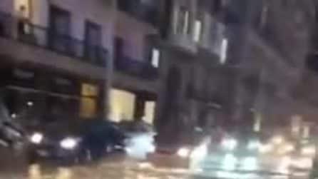 Napoli, strade della Riviera di Chiaia allagate dopo il temporale