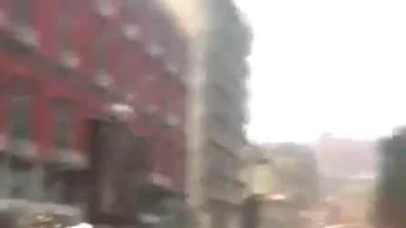 Napoli, strade allagate nei pressi della villa comunale dopo la bomba d'acqua