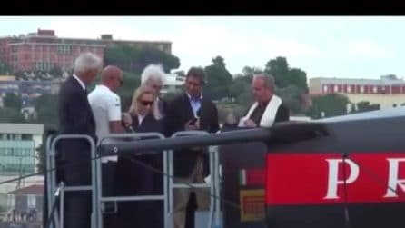"""Miuccia Prada """"scaccia"""" il marito mentre inaugura la Luna Rossa"""