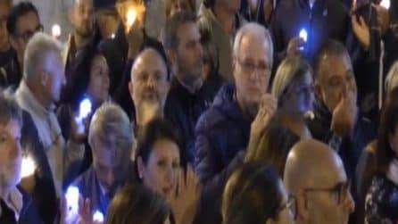 Poliziotti uccisi a Trieste, le immagini della fiaccolata in Questura a Napoli