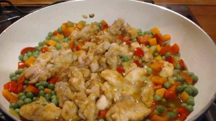 Spezzatino di pollo con peperoni e piselli: una bontà da provare