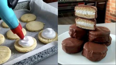 Mini tortini ricoperti di cioccolato: il dessert semplice ma golosissimo