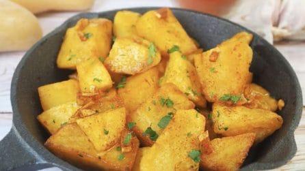 """Patate """"saltate"""": la ricetta del contorno saporito pronto in pochi minuti"""
