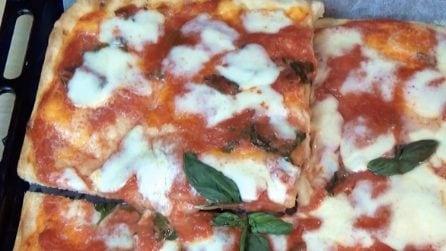 Pizza margherita in teglia: la ricetta dell'impasto veloce e saporito