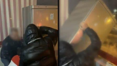 Taranto, lanciano un frigorifero dal balcone durante la notte di Capodanno