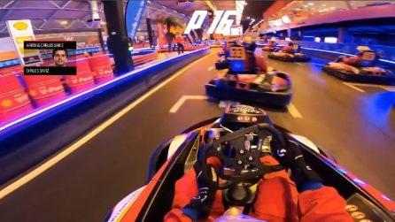 Carlos Sainz parte ultimo e supera tutti: spettacolo sui kart del pilota Ferrari