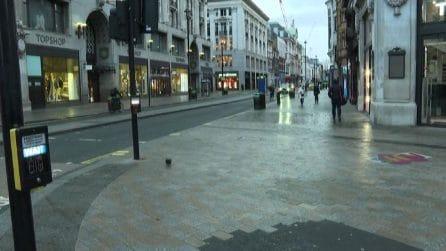 Londra, Oxford Street vuota: primo giorno dopo annuncio lockdown