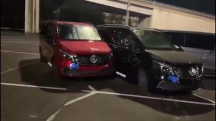 Mercedes, viene licenziato: distrugge 50 van con una ruspa