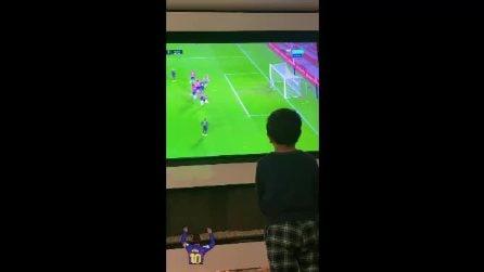 Messi, prodezza su punizione: l'esultanza dei figli davanti alla TV