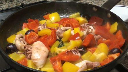 Totani in padella con peperoni e olive: la ricetta del secondo piatto saporito