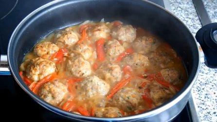 Polpette cotte al forno e poi saltate in padella: un ricetta deliziosa