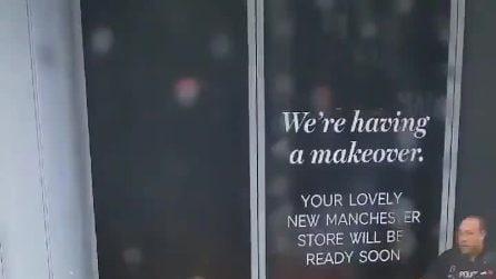 Manchester, accoltellate 4 persone fuori da un centro commerciale: fermato un sospetto