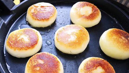 Focaccine di patate filanti: resistere a queste delizie sarà impossibile