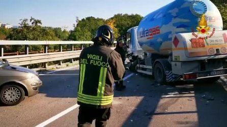 Avellino, auto si schianta contro cisterna di gas propano: ferita una giovane