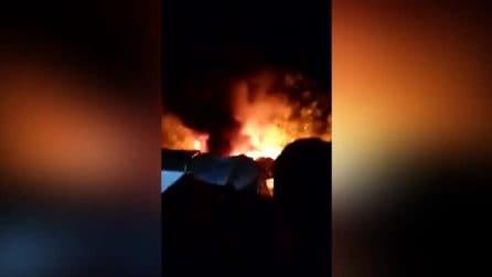 Migranti, incendio al centro di accoglienza a Samos: 5mila persone evacuate