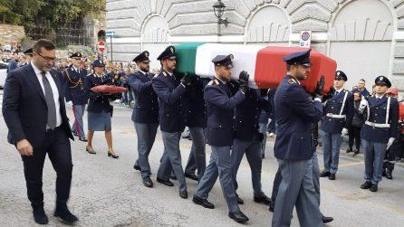Poliziotti uccisi in Questura a Trieste, la commozione all'arrivo delle bare