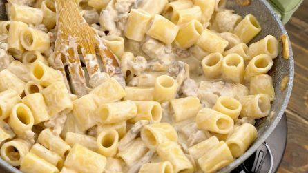 Pasta con funghi e salsiccia cremosa: un primo piatto semplice ed economico che piacerà a tutti!