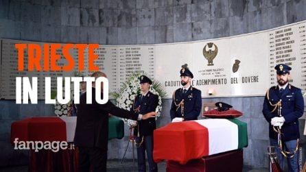 """Agenti uccisi, in centinaia alla camera ardente a Trieste: """"Si sono sacrificati per tutti noi"""""""