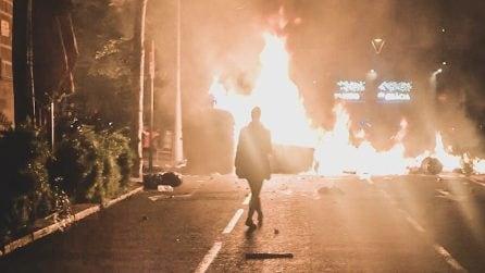 Barcellona, la manifestazione pacifica si trasforma in guerriglia nella notte