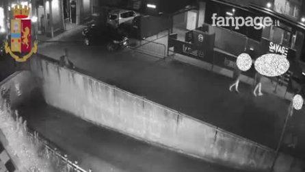 Milano, pusher lo raggira, 22enne lo spinge giù da un muretto: lo spacciatore rischia la paralisi
