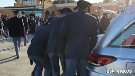 Arrivate a Ciampino le bare dei due agenti uccisi a Trieste