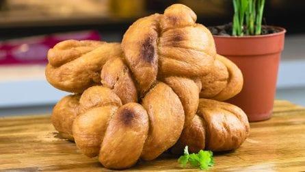 Treccine di brioche morbide: perfette da servire con la marmellata o la crema di nocciole!