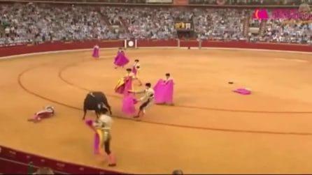Toro incorna il torero durante la Corrida e gli recide due arterie: choc in Spagna