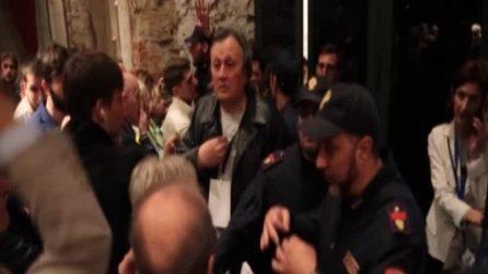 Caos alla Leopolda, militanti rimasti fuori inferociti: intervengono i carabinieri