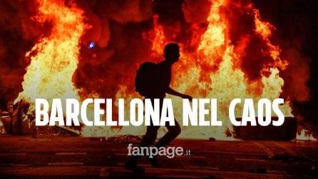 Catalogna, notte di caos a Barcellona: incendi e scontri tra polizia e manifestanti