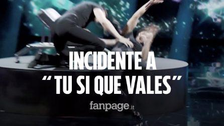 """Incidente a """"Tu sì que vales"""": uno dei fratelli Rossi cade sul palco durante l'esibizione"""