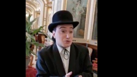 """""""La livella"""" di Totò, al Caffé Gambrinus un imitatore rilegge la poesia dedicata ai morti"""