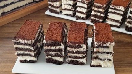 Torta multistrato con cioccolato e crema: resistere a questa delizia sarà impossibile