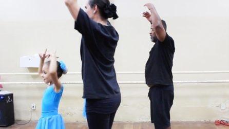 Il papà muratore che va a scuola di danza classica: tutto per amore delle sue bambine