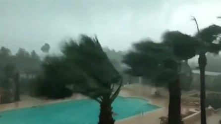 Ibizia, le immagini del tornado impressionante: distrutti resort di lusso