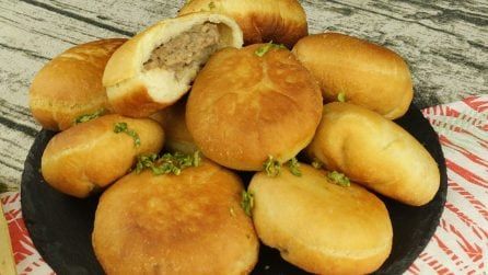 Empanadas di carne: soffici e golosi, ideali per una cena piena di gusto!