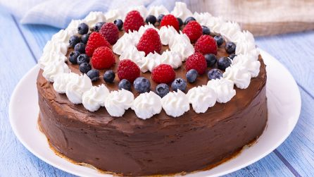 Chocolate crepes cake: a delicious and beautiful dessert ready in a few steps!