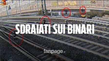 Sdraiati sui binari per scattarsi un selfie: il folle gioco per sfidare i treni ad alta velocità