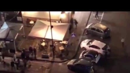 Investe pedoni alla guida di un'auto: paura in strada a Napoli