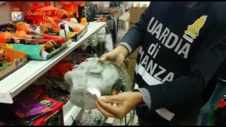 Napoli, sotto chiave giocattoli per Halloween e fabbrica di vestiti contraffatti