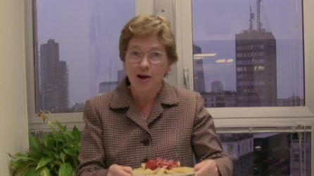 """La console Usa a Milano condisce la pasta col ketchup: lo scherzo """"da brividi"""" per Halloween"""