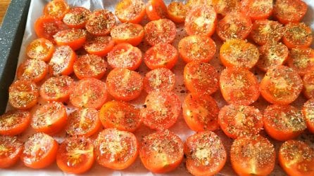 Come preparare i pomodorini confit: la ricetta semplice e veloce