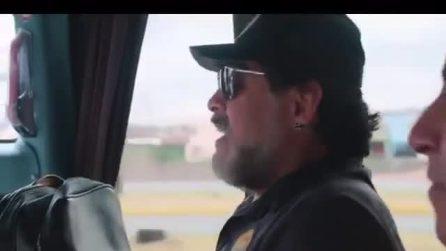 """Maradona canta """"O surdato 'nnammurato"""" e si emoziona ricordando il tifo del San Paolo"""