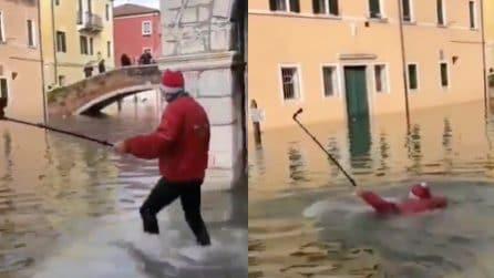 Acqua alta a Venezia, in alcuni punti della città si deve nuotare