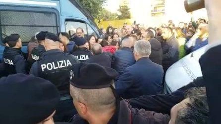 Terzigno, sgomberate le case abusive: tensione polizia-inquilini
