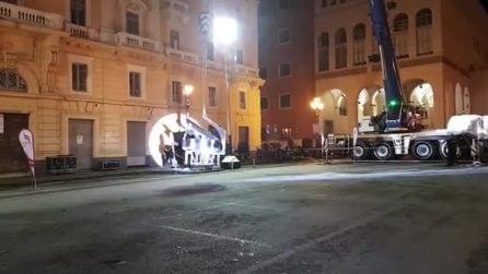 Salerno, il pianista suona a mezz'aria: lo show di Paolo Zanarella