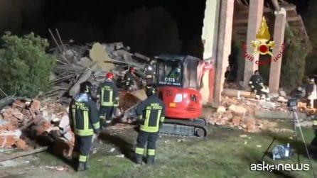 """Alessandria, esplode una cascina: morti tre vigili del fuoco. """"Bombole di gas con timer"""""""
