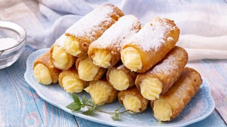 Crunchy cannoli with custard cream: a sweet treat ready in no-time!