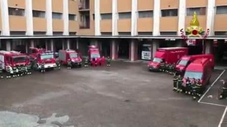 Milano, vigili del fuoco schierati e minuto di silenzio per i colleghi morti ad Alessandria