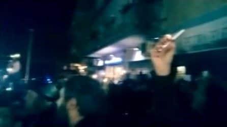 In piazza per la Pecora Elettrica, manifestanti cantano Bella Ciao